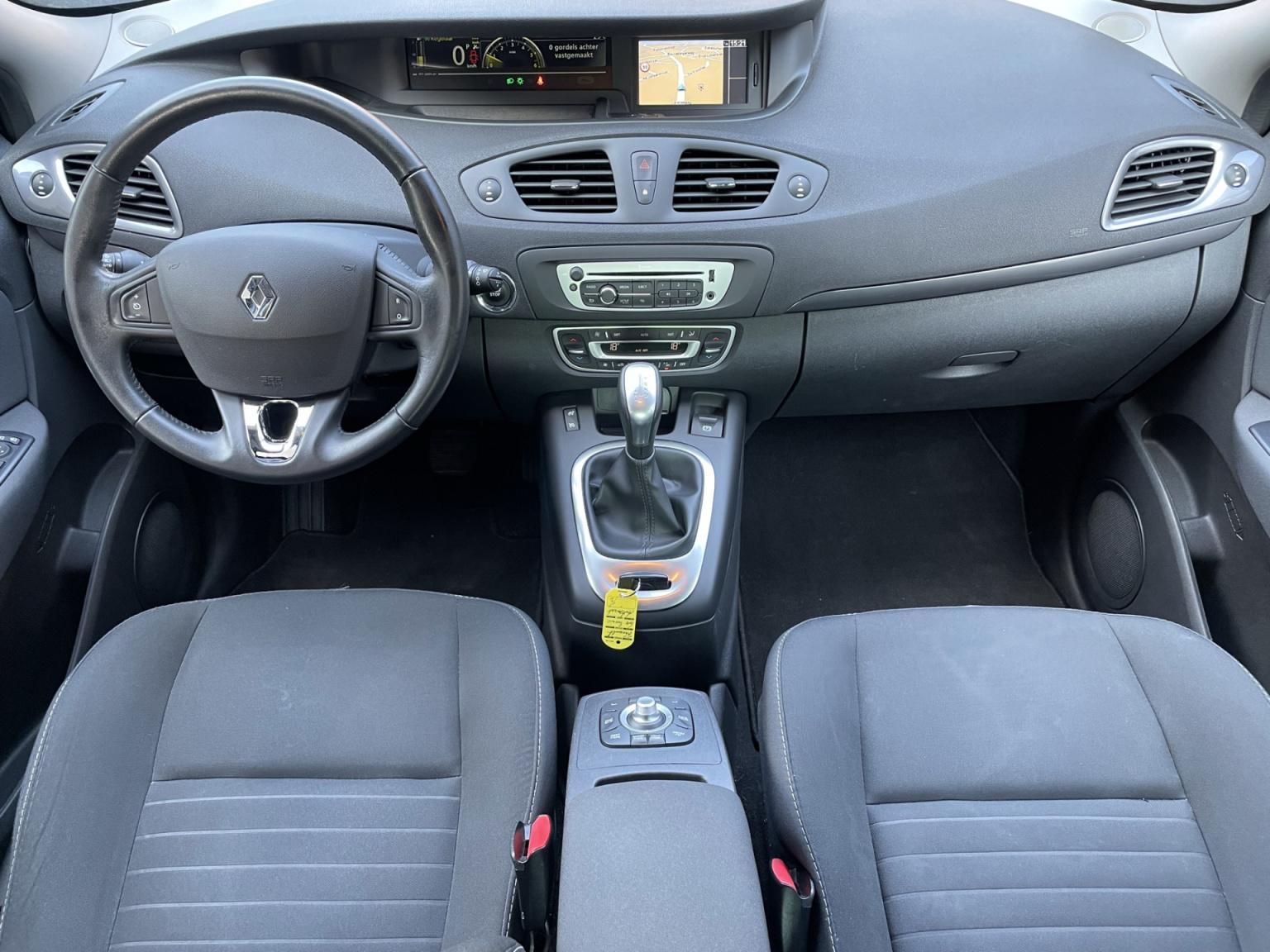 Renault-Grand Scénic-12