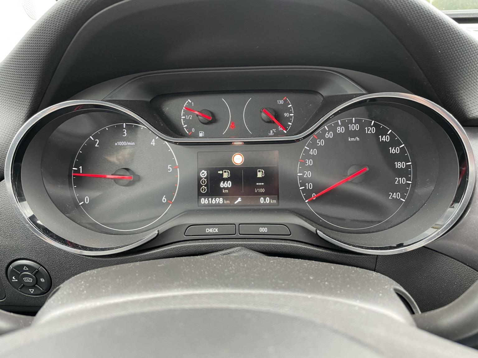 Opel-Crossland X-8