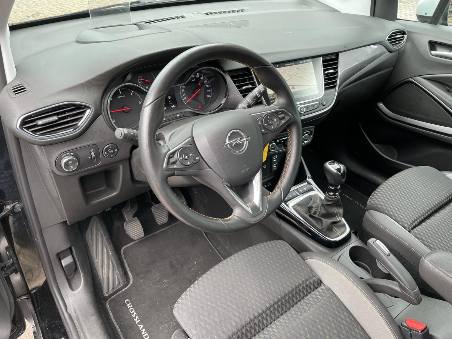 Opel-Crossland X-6